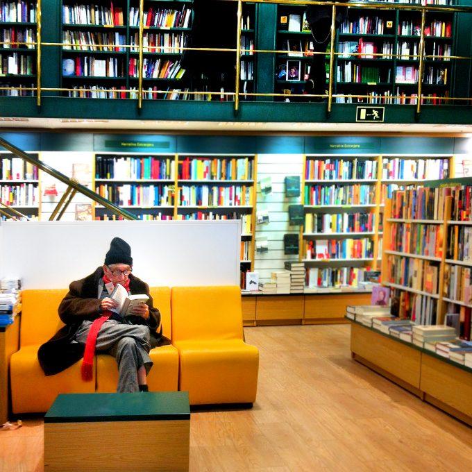 Duende capturado en Librería